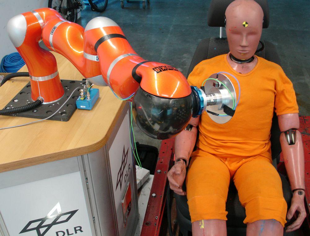 Cooperative_safety_industrial_robot_ADAC_LBR_Crash
